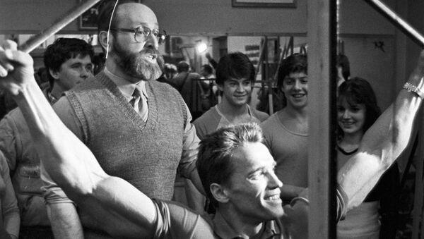 Актер и культурист Арнольд Шварценеггер встретился со своим кумиром Юрием Власовым (20 февраля 1988). Москвa - Sputnik Армения