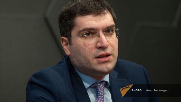 Директор Центра детской онкологии и гематологии Геворг Тамамян во время пресс-конференции (15 февраля 2021). Еревaн - Sputnik Արմենիա