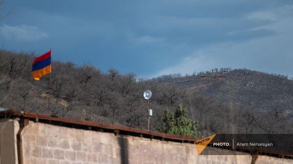 Вид на азербайджанский пост с села Неркин Ханд, Сюник - Sputnik Армения