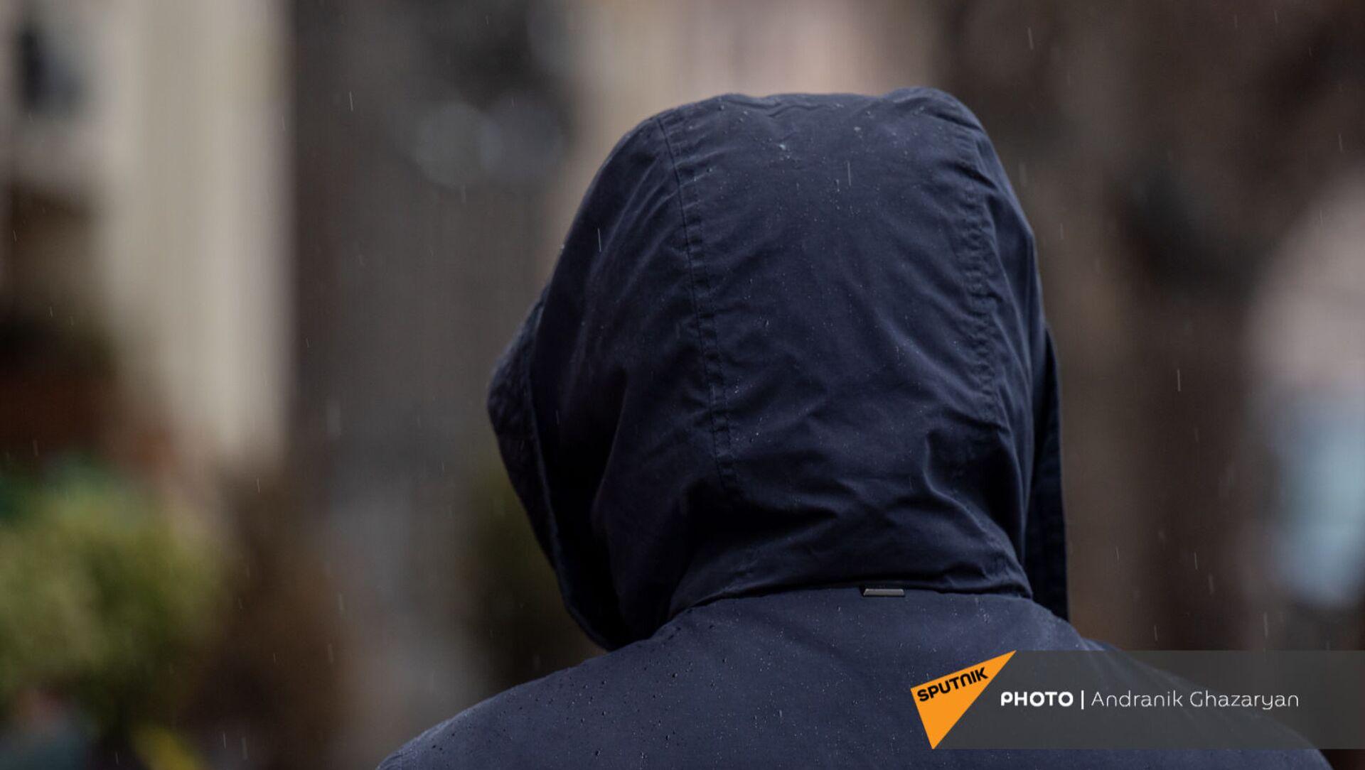 Молодой человек под дождем - Sputnik Армения, 1920, 27.04.2021