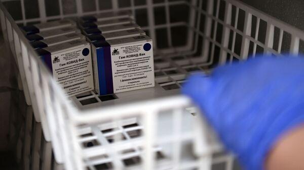 Пункт вакцинации от коронавируса в ТЦ Европейский - Sputnik Армения