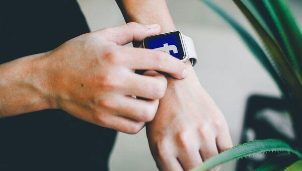 Первые наручные часы от Facebook: какими они будут? - Sputnik Армения