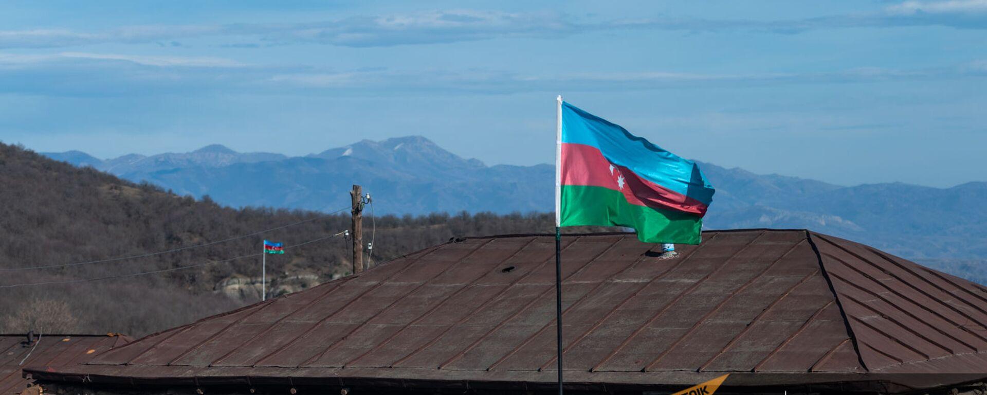 Азербайджанские флаги в селе Шурнух Сюникской области - Sputnik Армения, 1920, 07.03.2021