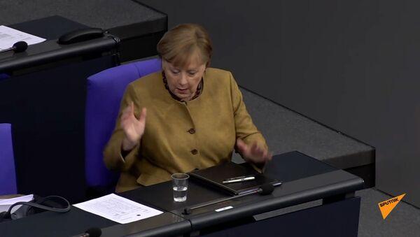 Меркель и маска - Sputnik Армения