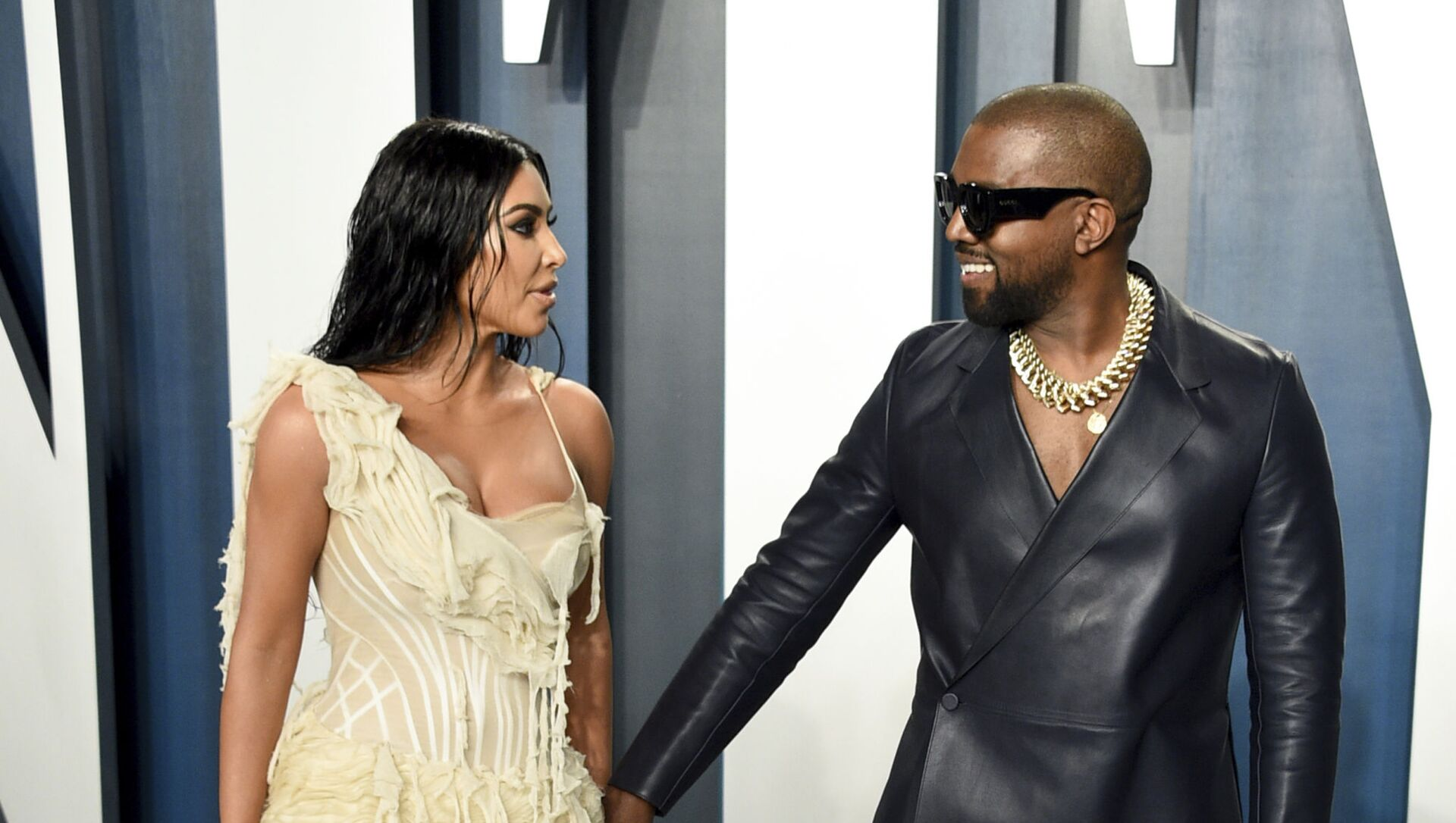 Ким Кардашьян и Канье Уэст на вечеринке Vanity Fair Oscar Party в Беверли-Хиллз (9 февраля 2020). Калифорния - Sputnik Армения, 1920, 08.08.2021