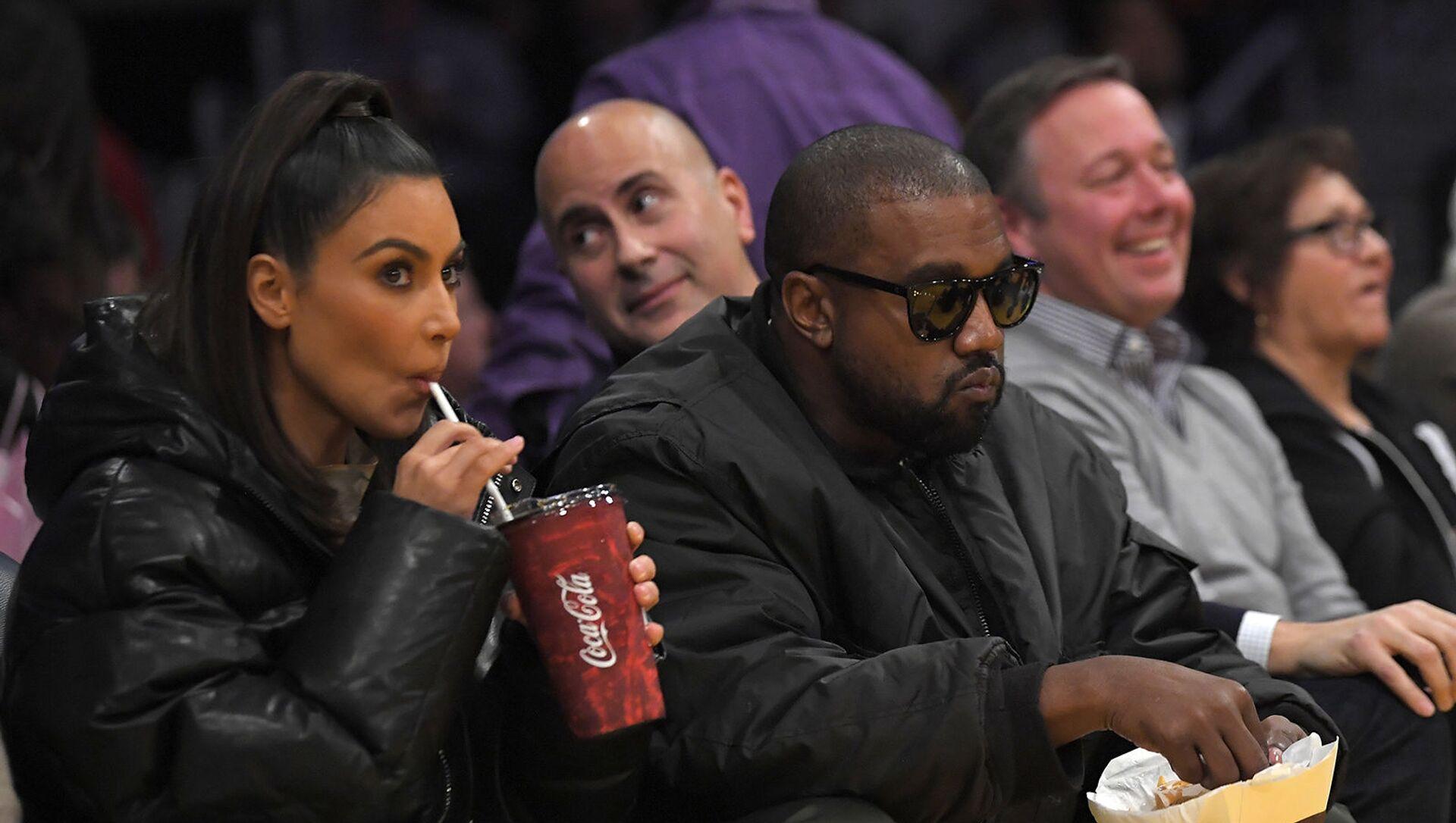 Ким Кардашьян и Канье Уэст наблюдают на баскетбольном матче НБА между Лос-Анджелес Лейкерс и Кливленд Кавальерс (13 января 2020). Лос-Анджелес - Sputnik Արմենիա, 1920, 26.05.2021
