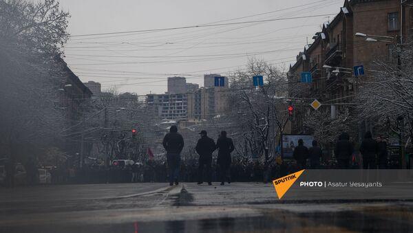 Участники митинга оппозиции (20 февраля 2021). Еревaн - Sputnik Արմենիա
