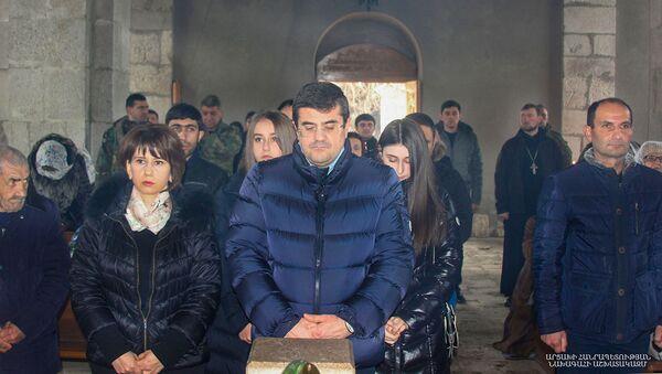 Президент Карабаха Араик Арутюнян с семьей посетил Святую литургию в монастыре Амараса (21 февраля 2021). Карабах - Sputnik Արմենիա