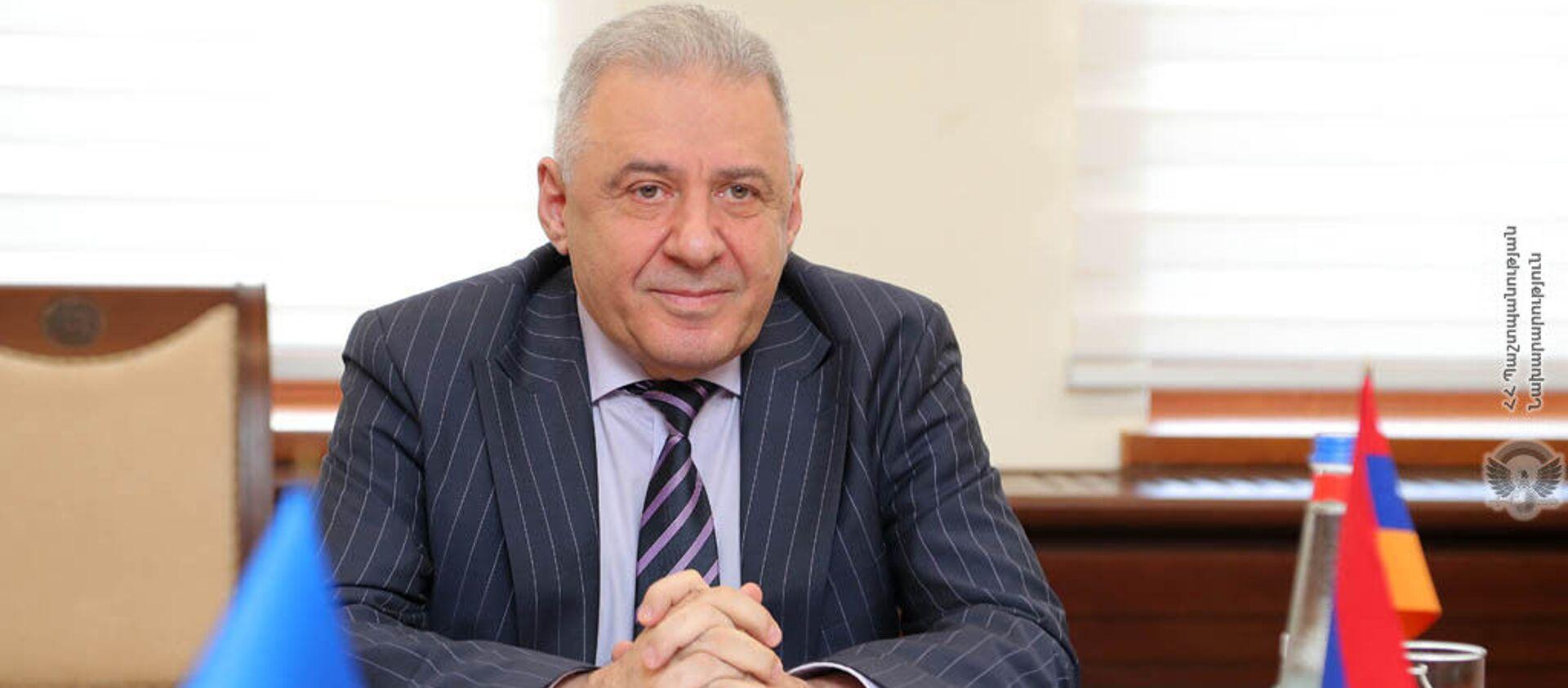 Министр обороны Армении Вагаршак Арутюнян принял делегацию, возглавляемую специальным представителем ЕС Тойко Клааром (22 февраля 2021). Еревaн - Sputnik Արմենիա, 1920, 17.05.2021