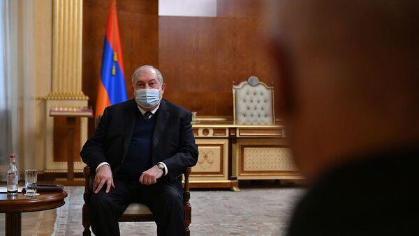 Президент Армен Саркисян провел встречу с генерал-лейтенантом Рустамом Мурадовым (24 февраля 2021). Еревaн - Sputnik Армения