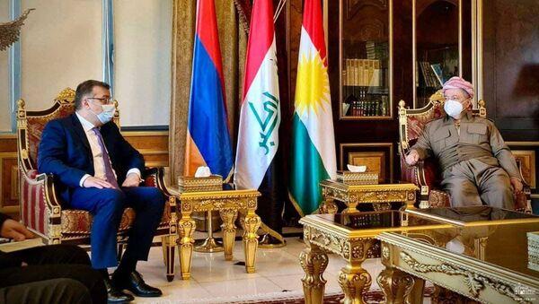 Հայաստանի փոխարտգործնախարար Արտակ Ապիտոնյանը Իրաքյան Քրդստանում հանդիպեց Քրդստանի դեմոկրատական կուսակցության նախագահ Մասուդ Բարզանիի հետ (24 Փետրվարի 2021) Իրաք - Sputnik Արմենիա