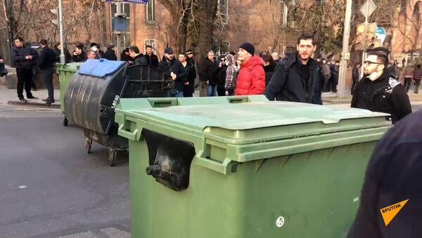 Оппозиционные активисты перекрыли проспект Баграмяна у здания Национального собрания Армении - Sputnik Արմենիա