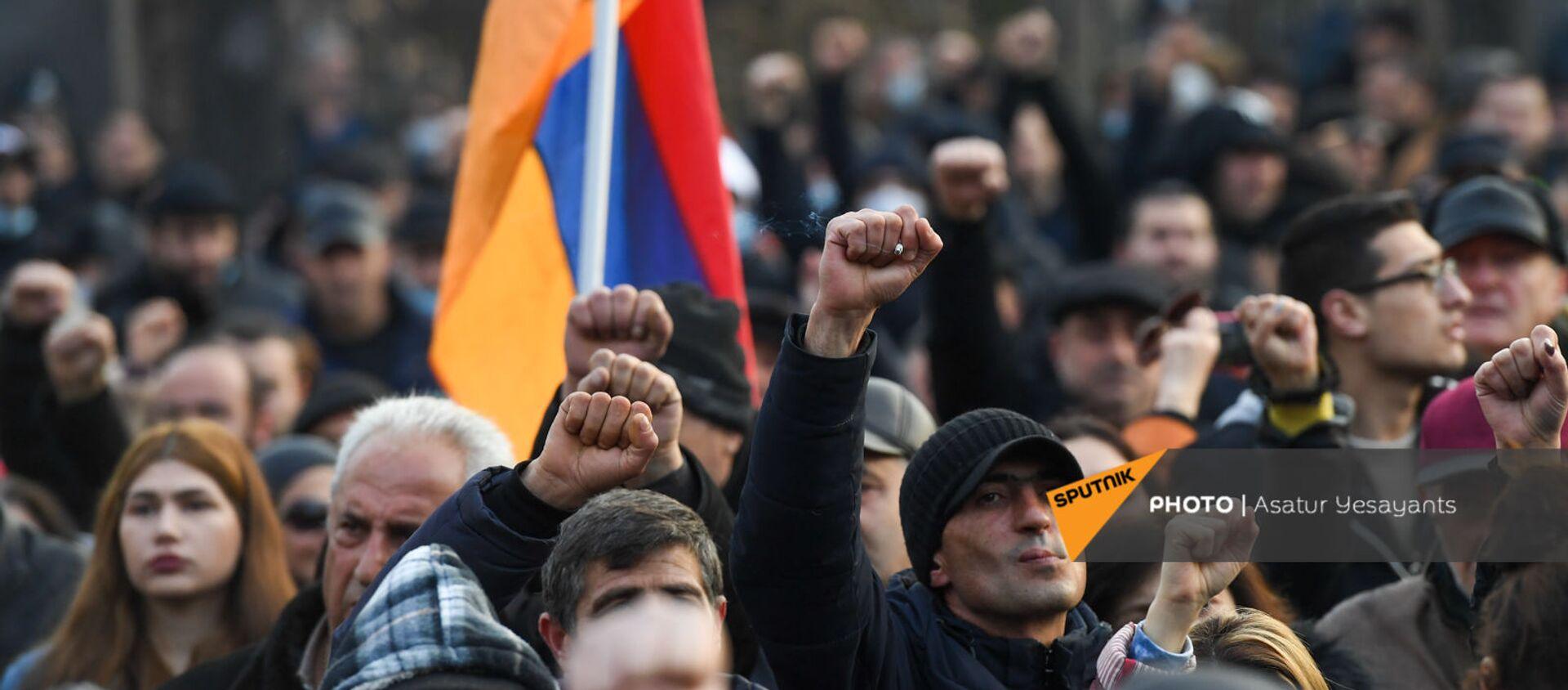 Митинг оппозиции на проспекте Баграмяна у здания Национального собрания Армении (25 февраля 2021). Еревaн - Sputnik Արմենիա, 1920, 22.07.2021