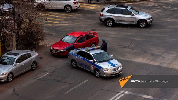 Полиция закрыла проезд к площади Республики перед началом митинга премьер-министра (25 февраля 2021). Еревaн - Sputnik Արմենիա