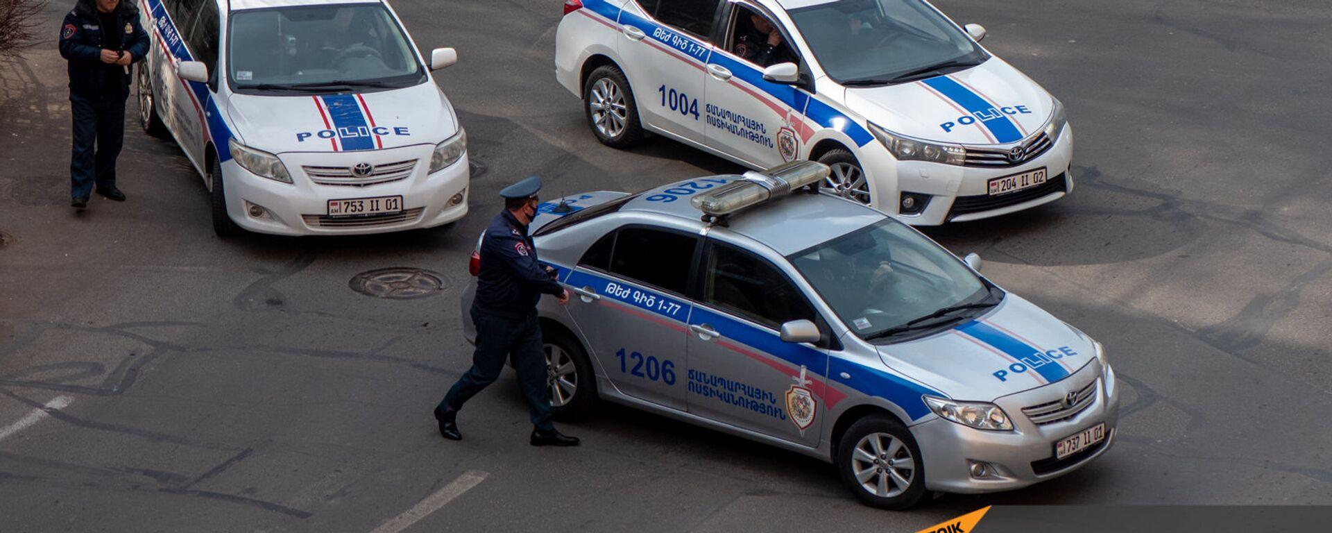 Полиция закрыла проезд к площади Республики перед началом митинга премьер-министра (25 февраля 2021). Еревaн - Sputnik Армения, 1920, 15.04.2021