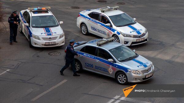 Полиция закрыла проезд к площади Республики перед началом митинга премьер-министра (25 февраля 2021). Еревaн - Sputnik Армения