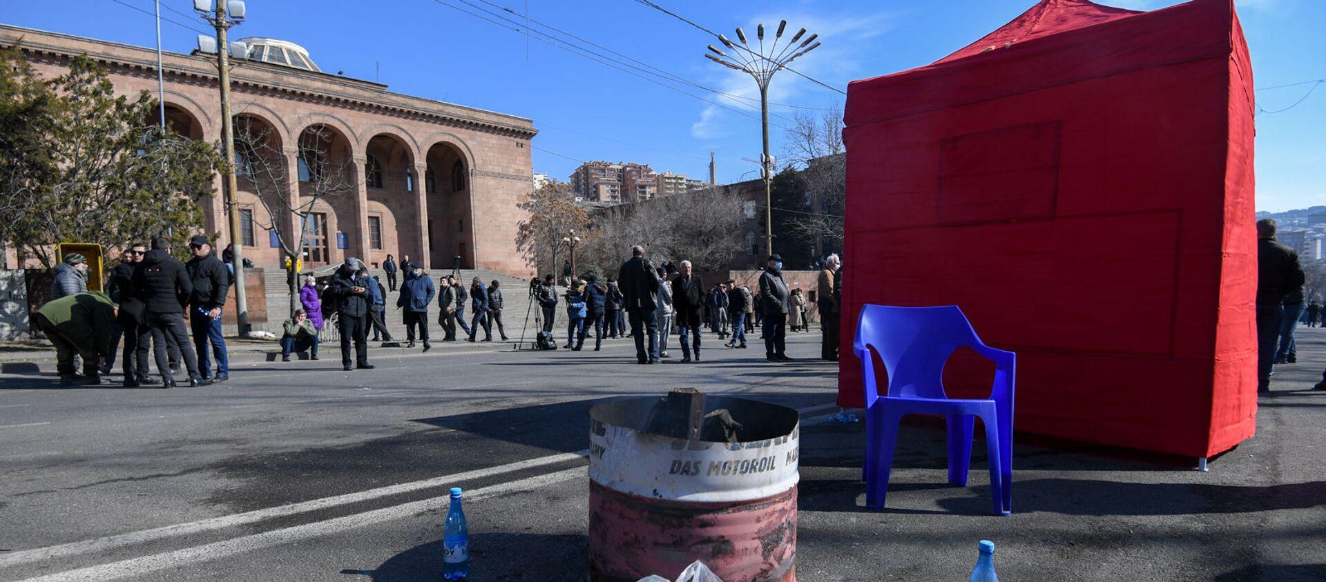 Второй день палаточной акции оппозиции на перекрытом проспекте Баграмяна (26 февраля 2021). Еревaн - Sputnik Армения, 1920, 11.03.2021