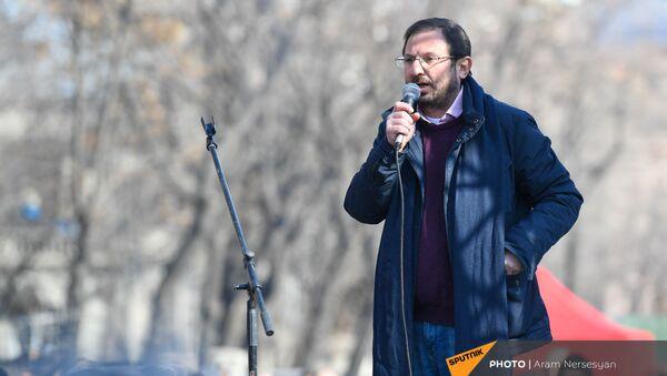 Речь Гегама Манукяна во время митинга оппозиции на проспекте Баграмяна (27 февраля 2021). Еревaн - Sputnik Արմենիա