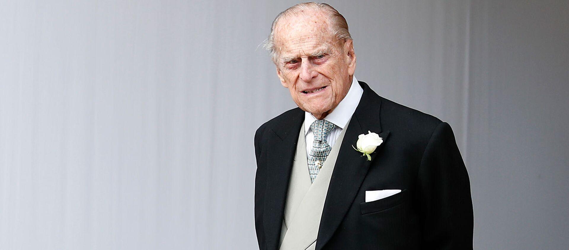 Принц Филипп ждет свадебную процессию принцессы Евгении Йоркской и Джека Бруксбанка в часовне Святого Георгия (12 октября 2018). Виндзорский замок - Sputnik Армения, 1920, 09.04.2021