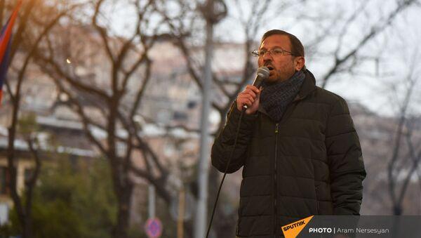 Речь Гегама Манукяна во время митинга оппозиции на проспекте Баграмяна (1 марта 2021). Еревaн - Sputnik Արմենիա