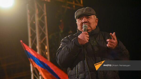 Речь Юрия Хачатурова во время митинга оппозиции на проспекте Баграмяна (1 марта 2021). Еревaн - Sputnik Արմենիա