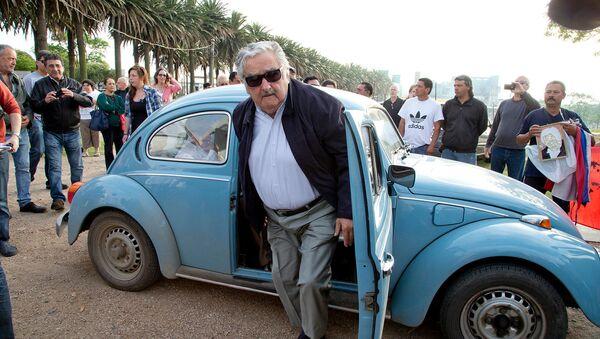 Бывший президент Уругвая Хосе Мухика прибывает на выборы (26 октября 2014). Монтевидео - Sputnik Արմենիա