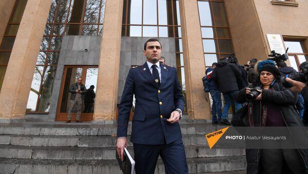 Прокурор Геворг Багдасарян покидает зал суда после перенесения заседания по делу 1 марта (2 марта 2021). Еревaн - Sputnik Արմենիա