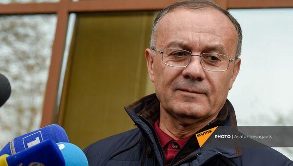 Сейран Оганян отвечает на вопросы журналистов после перенесения заседания суда по делу 1 марта (2 марта 2021). Еревaн - Sputnik Армения