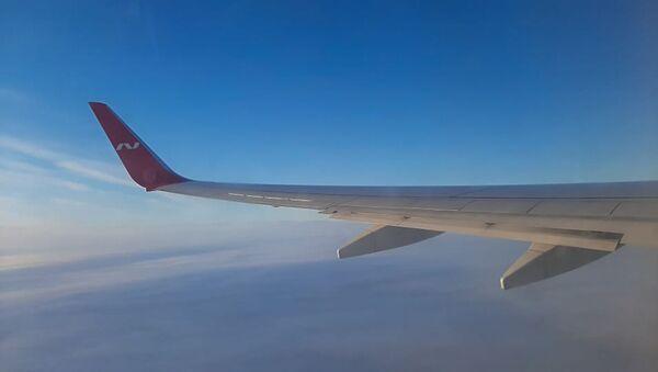 Крыло самолета российской авиакомпании Nordwind Airlines во время полета - Sputnik Армения
