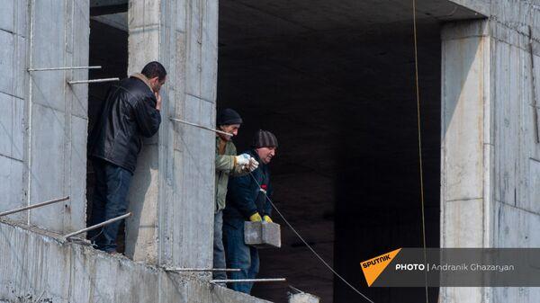 Рабочие на стройке - Sputnik Армения