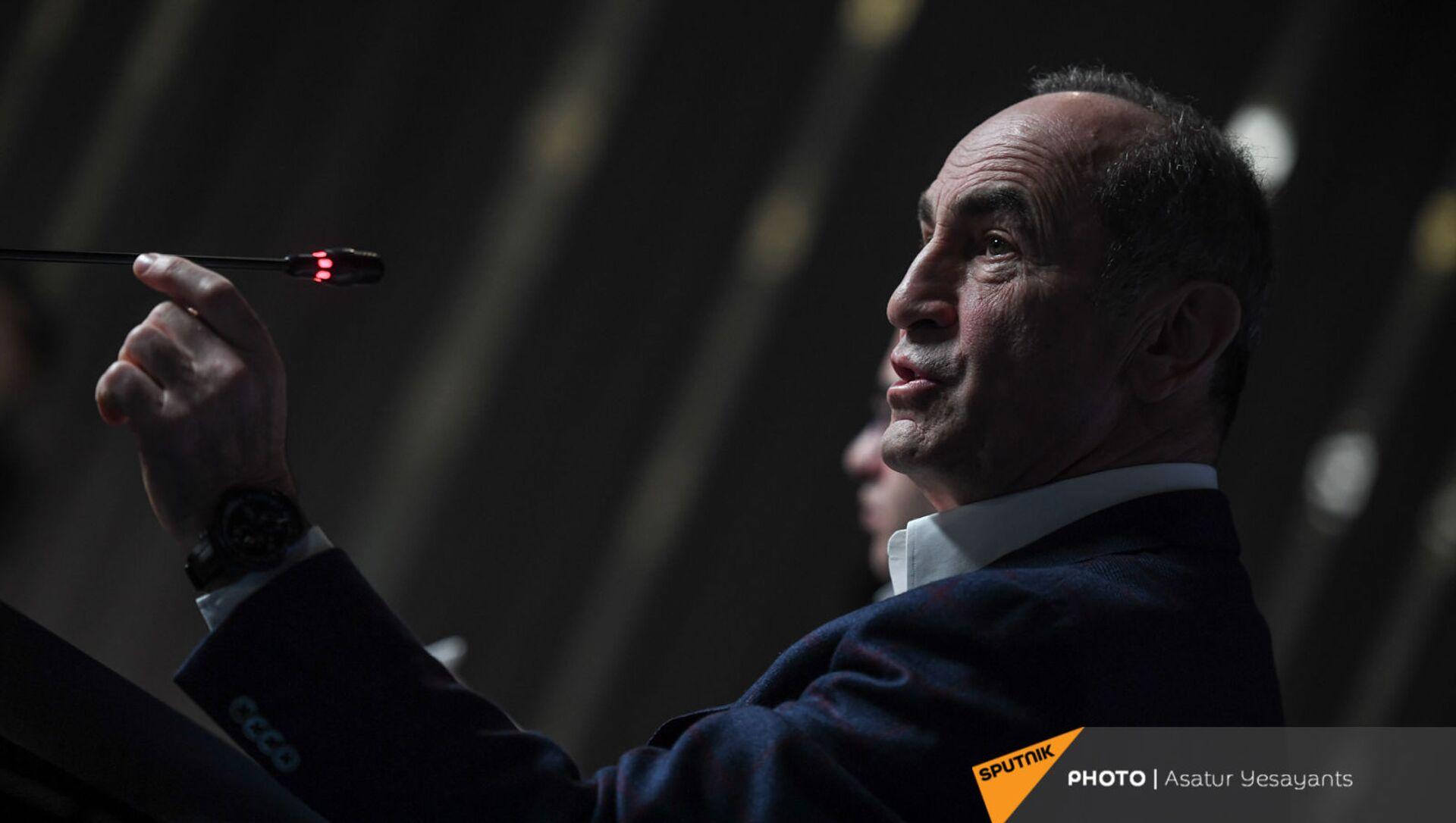 Пресс-конференция второго президента Армении Роберта Кочаряна для российских журналистов (4 марта 2021). Еревaн - Sputnik Արմենիա, 1920, 05.04.2021