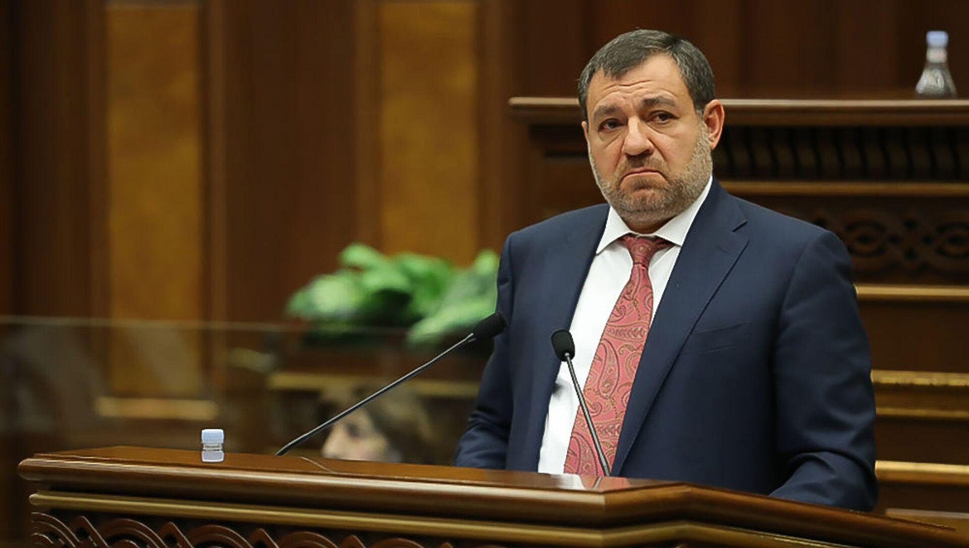 Председатель Высшего судебного совета Рубен Вардазарян отвечает на вопрос депутата во время очередного заседания Парламента (3 марта 2021). Еревaн - Sputnik Արմենիա, 1920, 16.07.2021
