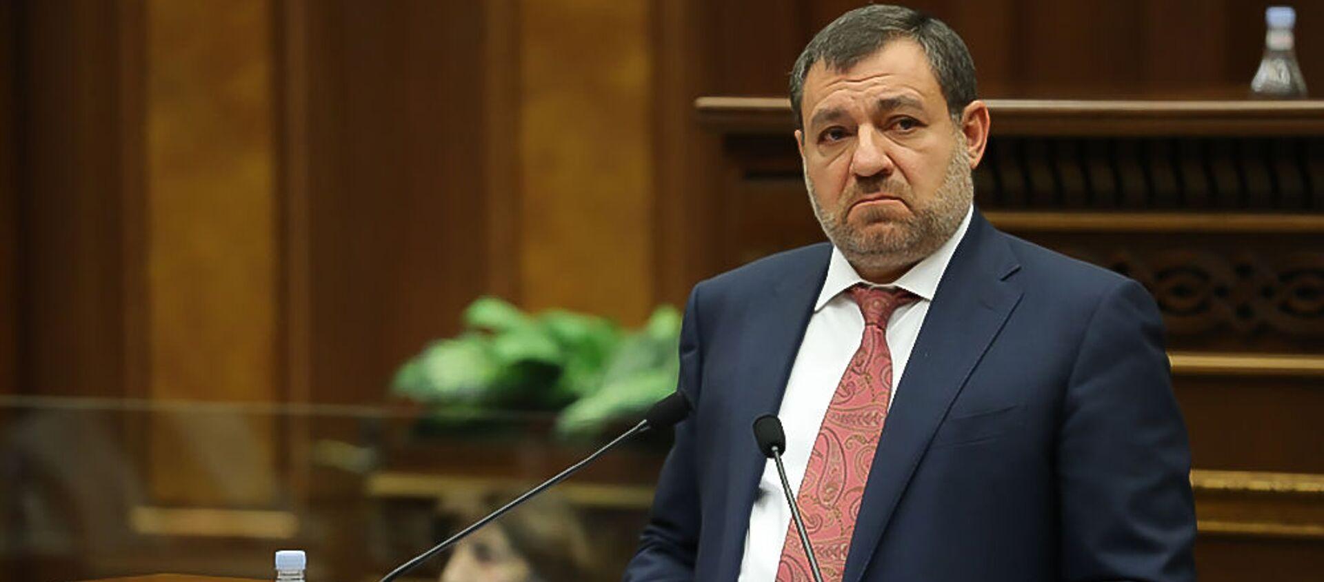 Председатель Высшего судебного совета Рубен Вардазарян отвечает на вопрос депутата во время очередного заседания Парламента (3 марта 2021). Еревaн - Sputnik Արմենիա, 1920, 01.04.2021