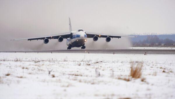 Взлет самолета Ан-124 Руслан с Олимпийским факелом на борту из аэропорта Ульяновск-Восточный - Sputnik Армения