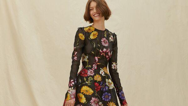 В каких платьях встречать весну-- снова цветочный принт - Sputnik Армения