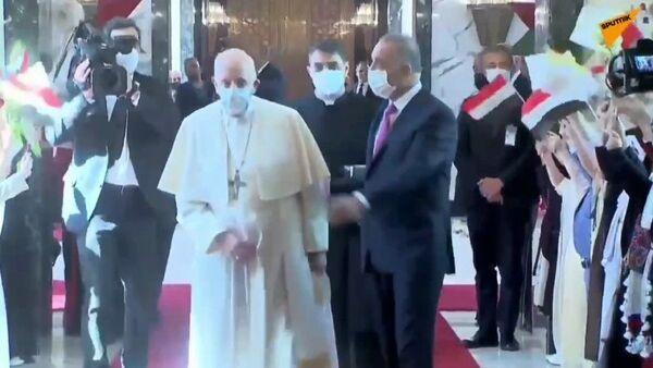 Папу Римского встречают танцами. - Sputnik Արմենիա