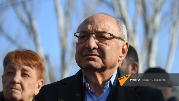 Вазген Манукян во время акции протеста на проспекте Баграмяна (6 марта 2021). Ереван - Sputnik Армения