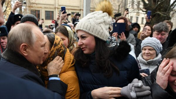 Жительница Иваново Юлия Шилова и президент РФ Владимир Путин - Sputnik Армения
