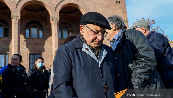 Вазген Манукян на митинге оппозиции (9 марта 2021). Еревaн - Sputnik Армения