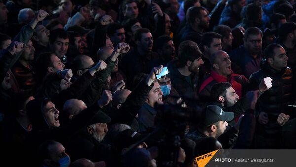 Стычка полицейских и участников митинга оппозиции (9 марта 2021). Еревaн - Sputnik Армения