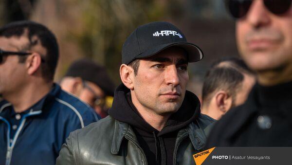 Левон Кочарян во время митинга оппозиции (10 марта 2021). Еревaн - Sputnik Армения