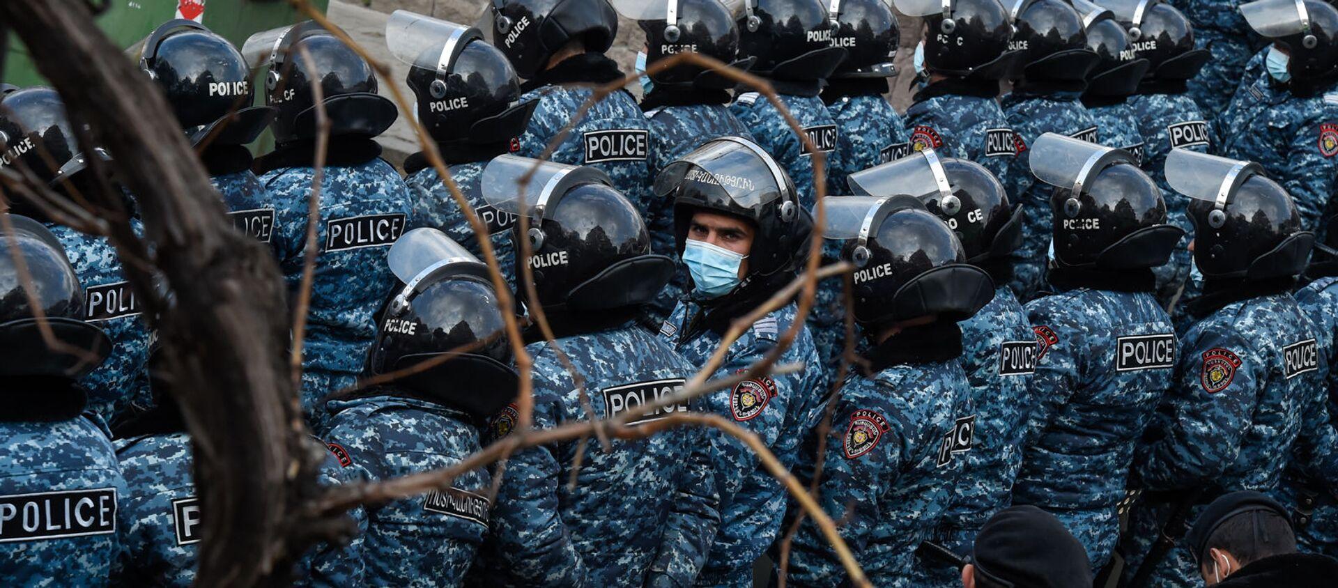 Полиция во время митинга оппозиции (10 марта 2021). Еревaн - Sputnik Армения, 1920, 20.06.2021