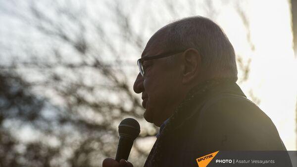 Вазген Манукян во время митинга оппозиции (10 марта 2021). Еревaн - Sputnik Армения