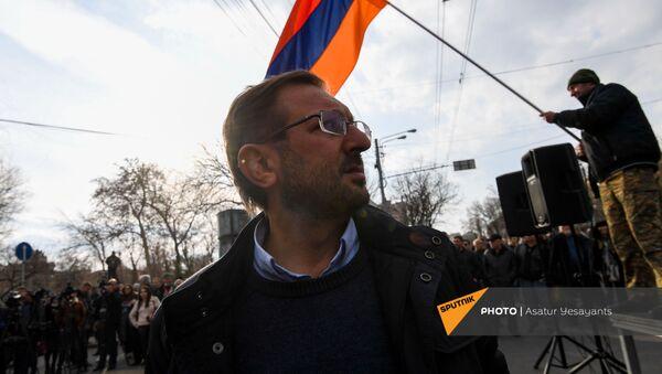Гехам Манукян во время митинга оппозиции (10 марта 2021). Еревaн - Sputnik Արմենիա