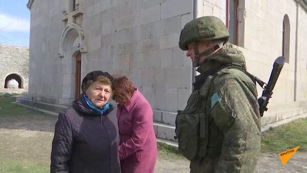 Российские миротворцы сопроводили группу паломников в монастырь Амарас   - Sputnik Армения