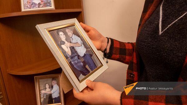 Семейные фотографии погибших в карабахской войне отца и сына Карапетян - Sputnik Армения