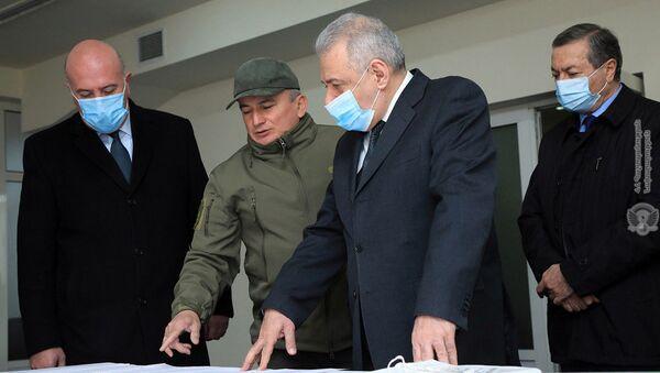 Министр обороны Вагаршак Арутюнян посетил Национальный оборонно-исследовательский университет (12 марта 2021). Еревaн - Sputnik Արմենիա