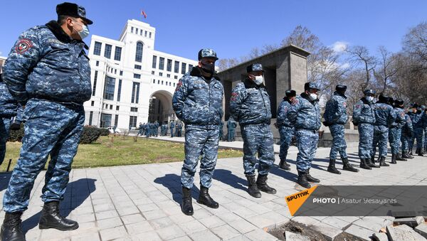 Полицейский кордон у здания МИД Армении (13 марта 2021). Еревaн - Sputnik Արմենիա