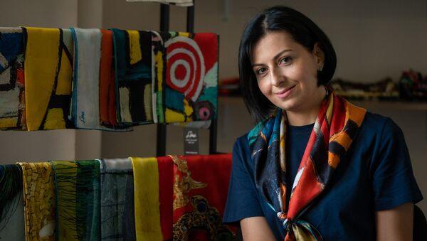Основательница самого известного армянского бренда шарфов Аревик Аракелян - Sputnik Армения
