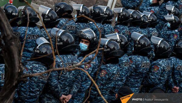 Полиция во время митинга оппозиции (10 марта 2021). Еревaн - Sputnik Армения